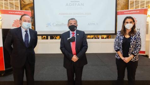 El director del Instituto de Empresa Familiar (IEF), José Luis Blanco; el presidente de ADEFAN, Francisco Esparza; y la directora de Asociaciones Territoriales y Fórum Familiar, Inés Rovira.