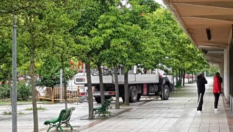 Comercios y vecinos de Mendebaldea, afectados por un corte eléctrico