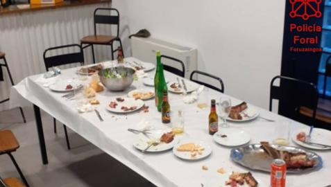 Denunciados 8 jóvenes en la Merindad de Olite por juntarse a cenar en un 'pipote'