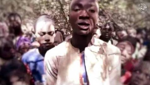 Un fragmento del vídeo publicado por Boko Haram en el que se ve a los niños secuestrados en Nigeria