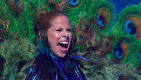 Imagen de Pastora Soler tras ser desenmascarada como Pavo Real en Mask Singer España