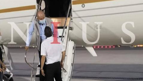 El Rey Juan Carlos, a su llegada al aeropuerto de Abu Dabi.