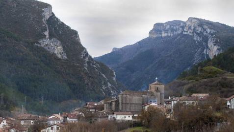 Vista general de la localidad de Burgui (Roncal)