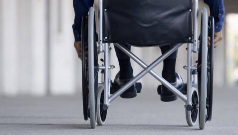 Muere una mujer en silla de ruedas arrollada por un camión en Barcelona