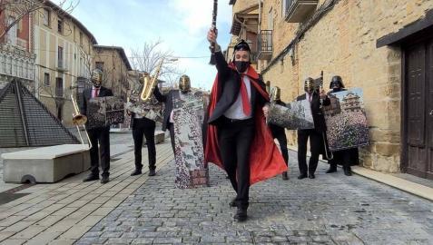 La exposición del centenario de La Pamplonesa toma el Castillo de Olite