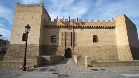 El castillo de Marcilla, epicentro hoy de la actividad diaria de la ciudadanía local, conmemora este año su VI centenario.