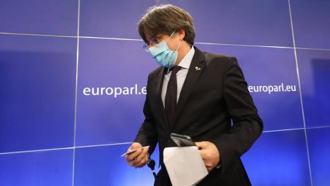 Puigdemont presenta la renuncia al escaño en el Parlament y mantiene el de eurodiputado