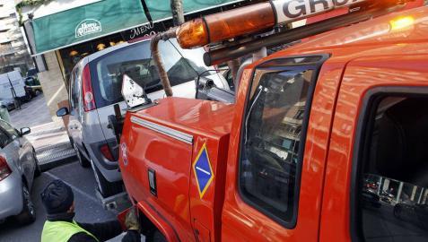 El destrozo que le causa la grúa en Pamplona llega a 343 euros