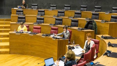 Reunión de la Mesa y Junta de Portavoces del Parlamento de Navarra en el salón de plenos el pasado 16 de marzo.