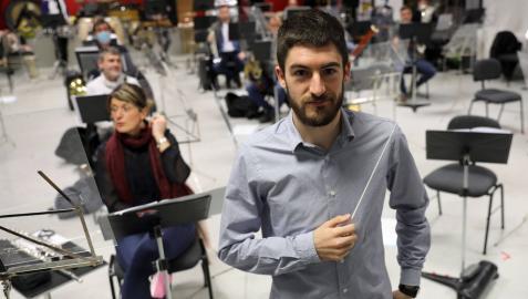 David Sánchez Andión, antes de comenzar el ensayo con La Pamplonesa para el concierto del sábado en el Teatro Gayarre.