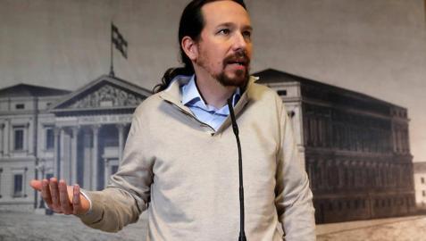 El líder de Podemos, Pablo Iglesias, durante su comparecencia ante los medios tras recoger este jueves en el Congreso el acta de diputado