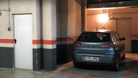 El delito de aparcar en otra plaza
