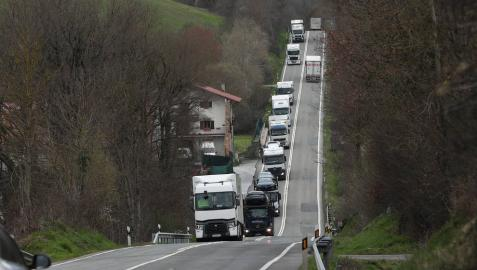 Navarra estudia prohibir en fin de semana el paso de camiones
