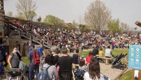 Más de 3.100 navarros ha disfrutado en Sendaviva en el primer día de la 18ª temporada.
