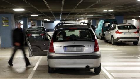 Un juez avala que se pueda multar en parkings de centros comerciales