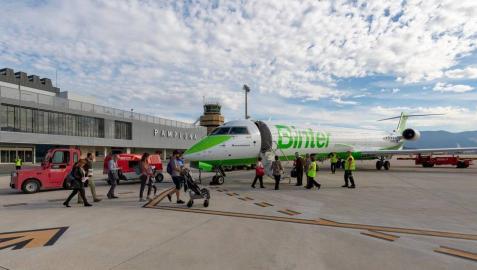 La aeronave de Binter el pasado 27 de octubre, día de la inauguración de los vuelos, en Noáin.