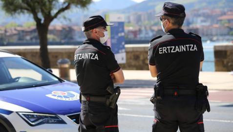 La Ertzaintza interviene en una reunión de 29 personas en una playa de Bizkaia