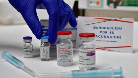 Sanidad planea enviar a América Latina dosis de Janssen y AstraZeneca