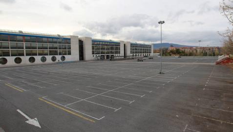 El aparcamiento del aulario de la UPNA, cerrado este miércoles.