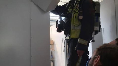 Dos atendidos por humo en una empresa de Puente la Reina