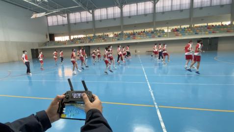 El baile del colegio Irabia- Izaga que sirve para unir continentes