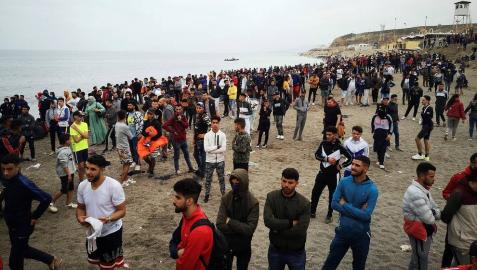 Más de 5.000 inmigrantes entran a nado en Ceuta ante la pasividad de Marruecos