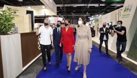 Maroto visita el stand de Navarra en Fitur y alaba su modelo turístico