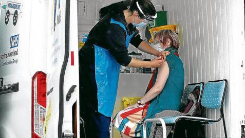 Una unidad móvil de vacunación en la ciudad de Shiremoor.