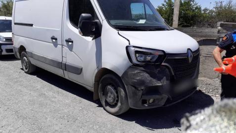 Un herido en un accidente entre una furgoneta y un tractor