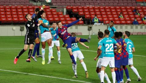 Imágenes del choque entre rojillos y culés correspondiente a la Jornada 37 de LaLiga Santander disputado en el Camp Nou.