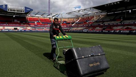 Las obras del estadio avanzan con la retirada de los asientos y las cubiertas