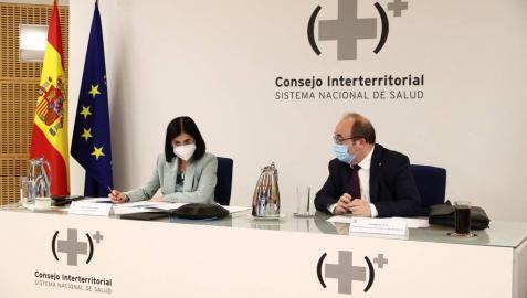 Los ministros de Sanidad, Carolina Darias y de Política Territorial y Función Pública, Miquel Iceta durante la reunión del Consejo Interterritorial de Salud