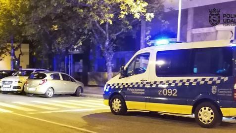 Imagen de un coche patrulla de Policía Municipal en el lugar de los hechos.