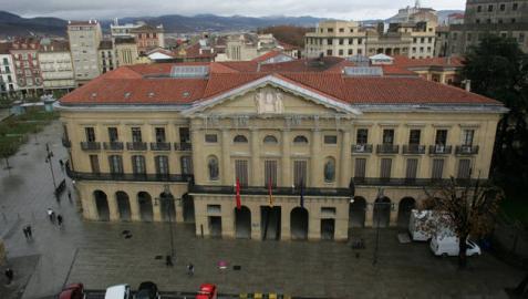Palacio de Navarra, sede del Gobierno Foral, desde la altura del Paseo de Sarasate.