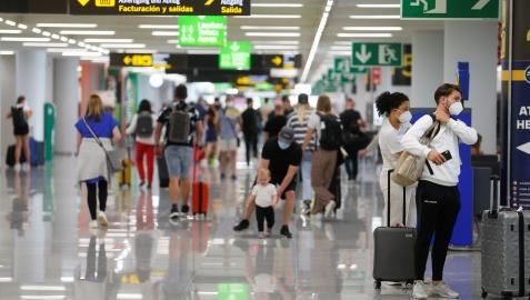 Turistas en el aeropuerto de Mallorca