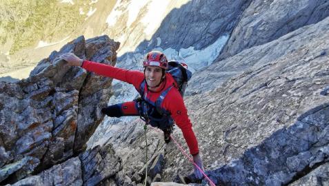 Ekaitz Maiz, escalador de Etxauri, en plena vía durante un ascenso.