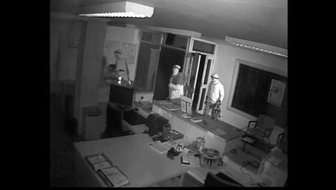 Captura de una de las cámaras de seguridad de uno de los cajeros atracados
