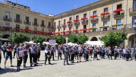 Manifestación de la plantilla de Erom Tafalla reclamando un convenio que acabe con la doble escala salarial