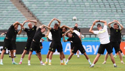 Los jugadores de la República Checa se ejercitan en el estadio de Baku