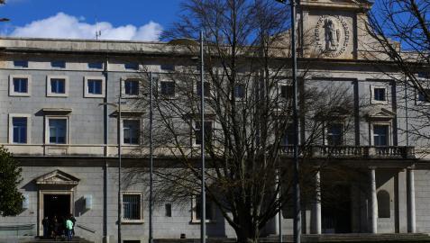 Fachada del edifico central de la Universidad de Navarra