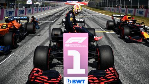 El piloto Max Verstappen, después de conseguir la pole.