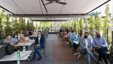 Imagen del evento de inauguración del restaurante Cookarte de Tudela, en su nueva terraza