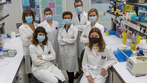 Delante: Maria Teresa Azcona y María Gárate. Detrás: Maria Elizalde, Miriam Recalde, Carmen Berasain, Matias Avila yMaria Arechederra