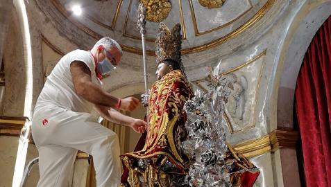 El santo luce sus mejores galas.