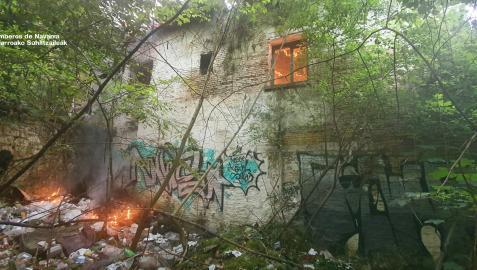 Incendio en una casa en ruinas en Curtidores.