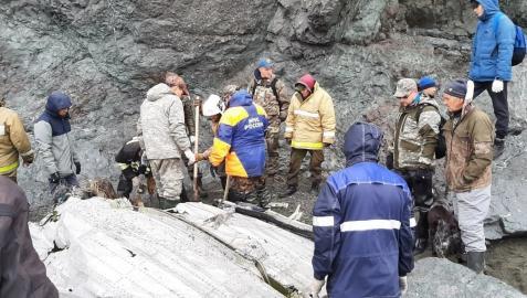Equipos de emergencias en el lugar del accidente.