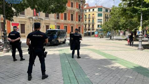 Agentes de Policía Nacional, en Pamplona.