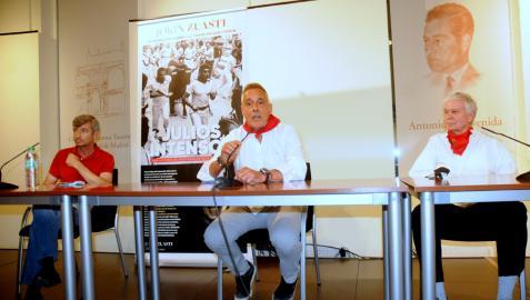 De izquierda a derecha, Ángel Gómez Escolar, Jokin Zuasti y Joe Dister, durante la presentación.