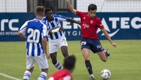 Asier Córdoba, en un partido con Osasuna de la pretemporada pasada ante el Alavés