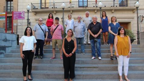 En primera fila, de izquierda a derecha, representantes del Colegio de Enfermería de Navarra: Leticia San Martín, Ana Durana y Oihane Vieira. Detrás, antiguos tudelanos populares y miembros de la peña Ciudad Deportiva